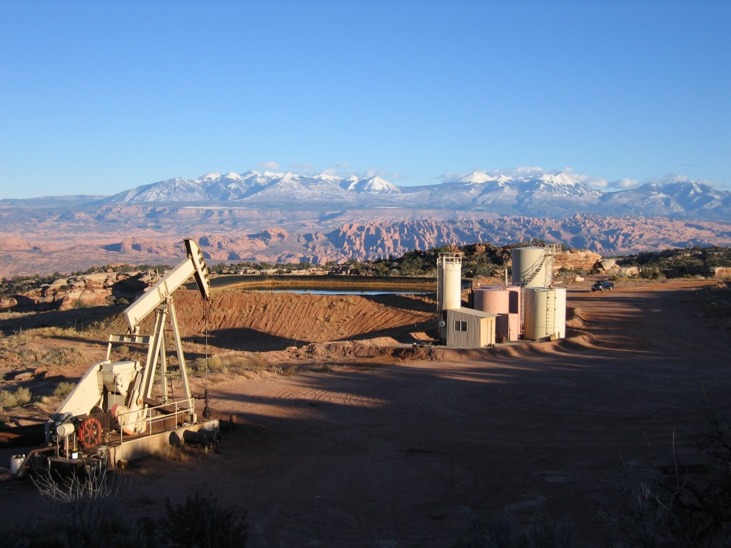 Oil drilling on the Big Flat near the entrance to Canyonlands National Park. Photo courtesy Southern Utah Wilderness Alliance