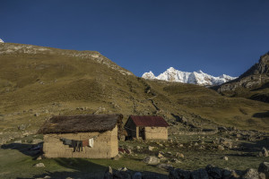 mud-huts-in-the-morning